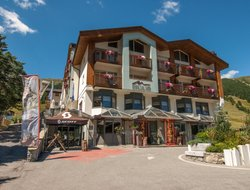 Livigno hotels with Russian personnel