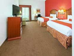 Longview hotels with restaurants