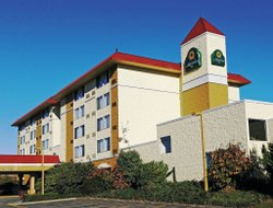 Lynnwood hotels with restaurants