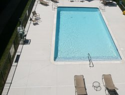 Madison Heights hotels with swimming pool