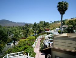 Malibu hotels with restaurants