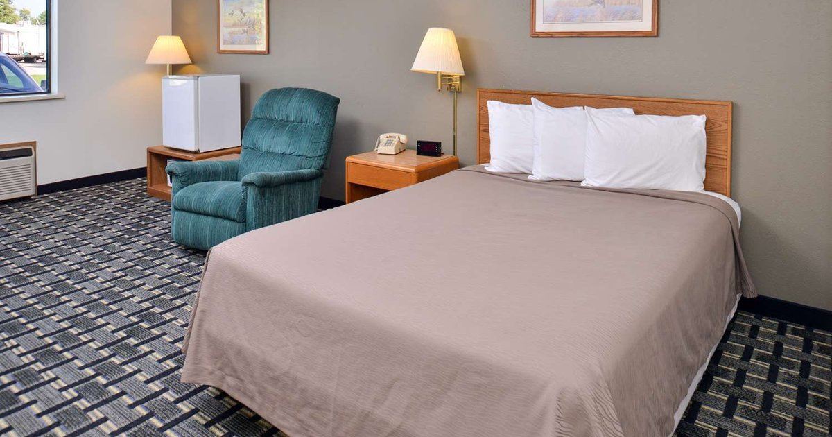 Americas Best Value Inn & Suites - Manchester, IA