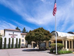 San Mateo hotels with restaurants