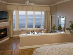 Monterey hotels with sea view