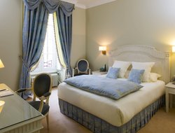 Moulins hotels with restaurants