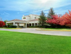 Mount Laurel hotels with swimming pool
