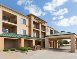 Bloomington hotels with swimming pool
