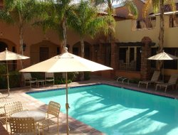 Palm Springs hotels with swimming pool