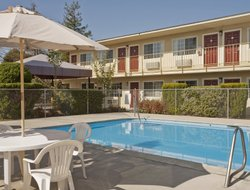 Petaluma hotels with restaurants