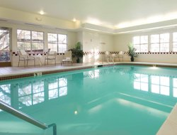Roseville hotels with swimming pool