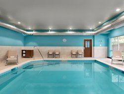 Salisbury hotels with swimming pool