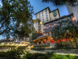 Top-10 romantic San Antonio hotels