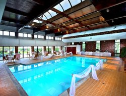 Clarks Summit hotels with swimming pool