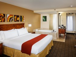 Simi Valley hotels with restaurants