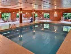Steubenville hotels with swimming pool