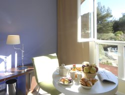 Sophia Antipolis hotels with swimming pool