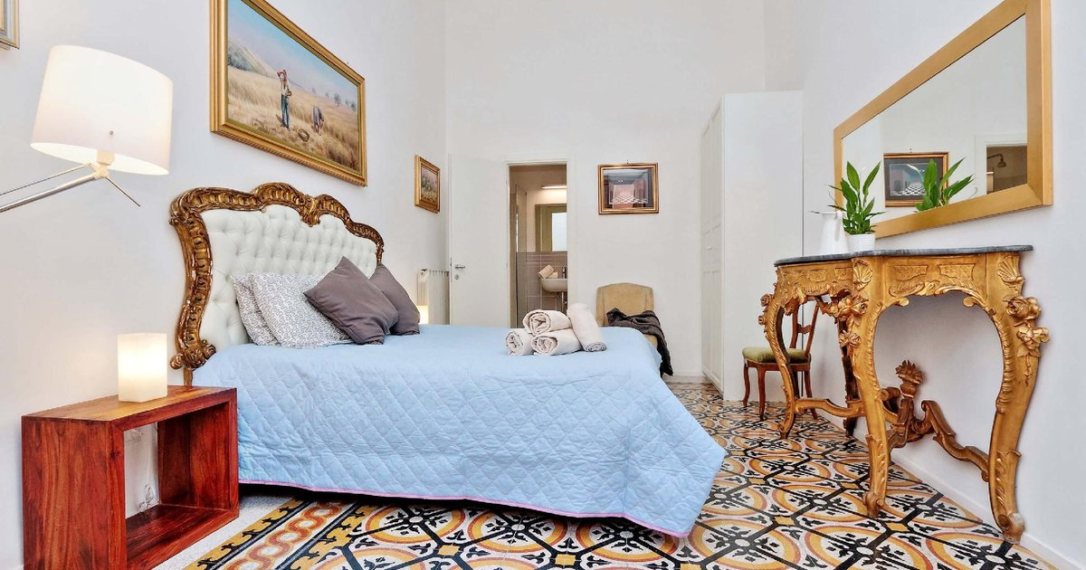 TreasureRome 3BR by Trevi Fountain