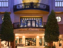 Charleston hotels with restaurants