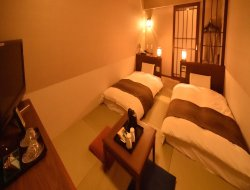 Otaru hotels with restaurants