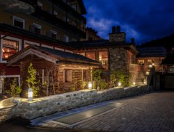 Cogne hotels with restaurants