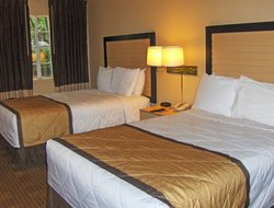Lawrenceville hotels with restaurants