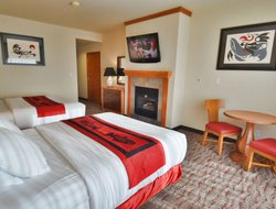 Ocean Shores hotels with swimming pool