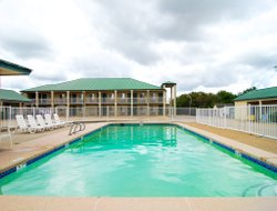 Bartlesville hotels with swimming pool