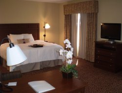 Madisonville hotels with restaurants