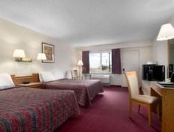 Swift Current hotels with swimming pool