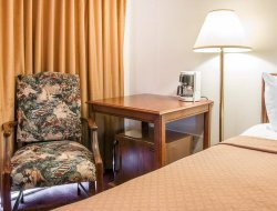 Mackinaw City hotels with restaurants