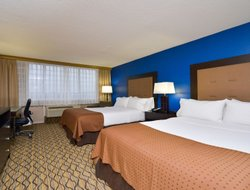 Monroeville hotels with restaurants
