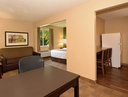 Pets-friendly hotels in Oakbrook Terrace