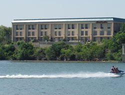 Marble Falls hotels with swimming pool