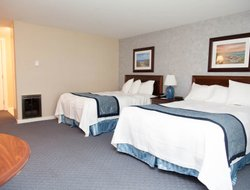 South Yarmouth hotels with restaurants