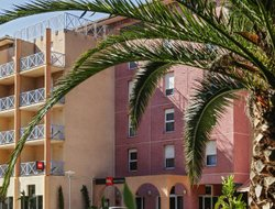 Hyeres hotels with swimming pool