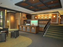Lansing hotels with restaurants