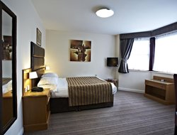 Bradford hotels with restaurants