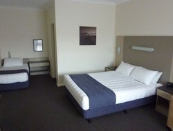 Taree hotels with swimming pool