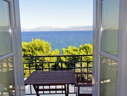 Top-3 romantic Hydra Island hotels