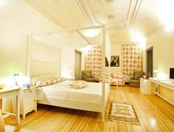 Top-6 romantic Messaria hotels