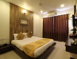 Shirdi hotels with restaurants