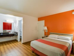 Pets-friendly hotels in Schiller Park