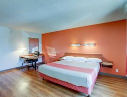 Pets-friendly hotels in Santa Ana