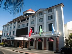 Suriname hotels with swimming pool