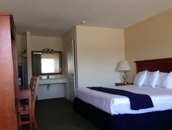 Chincoteague hotels with restaurants