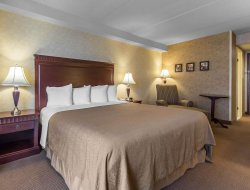 Sault Sainte Marie hotels with swimming pool