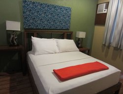 Muntinlupa City hotels with swimming pool