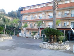 Pozzuoli hotels with swimming pool