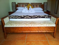 Tonga hotels with restaurants