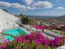 Pets-friendly hotels in Santorini Island